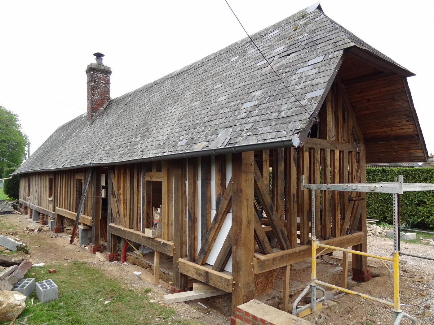 La façade a été reconstituée, les étais enlevés, ce joli patrimoine normand retrouve une seconde vie.
